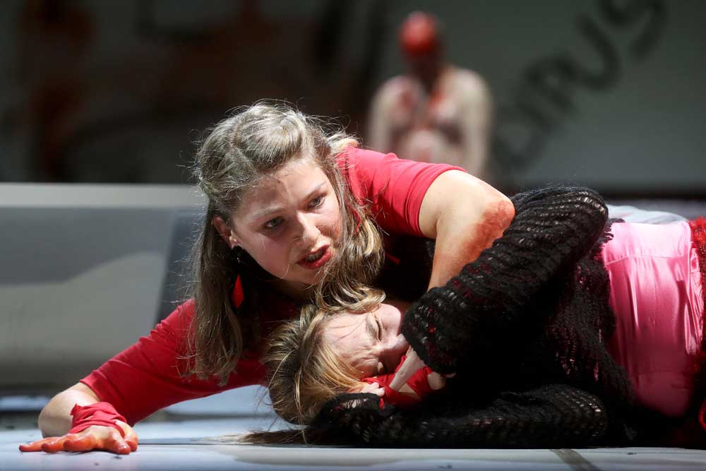 Antigone - Anne Rieckhof, Sarah Zaharanski