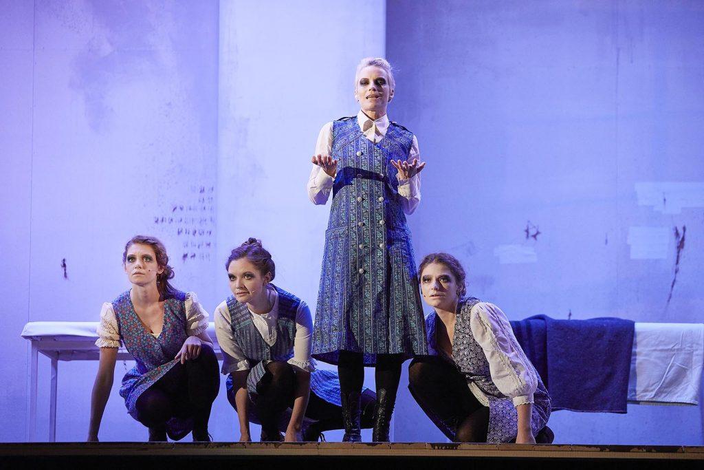 Regie: Philip Jenkins - Bo Phyllis Strube, Nathalie Thiede, Loretta Pflaum, Sarah Zaharanski
