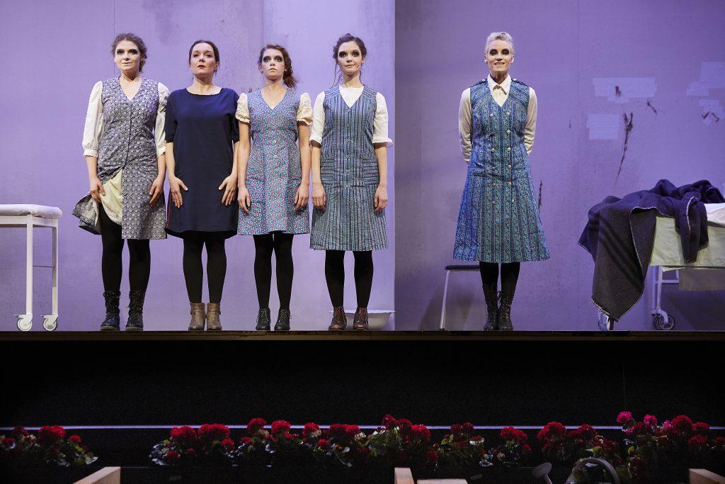 Die Unverheiratete - Sarah Zaharanski, Mara Widmann, Bo Phyllis Strube, Nathalie Thiede, Loretta Pflaum